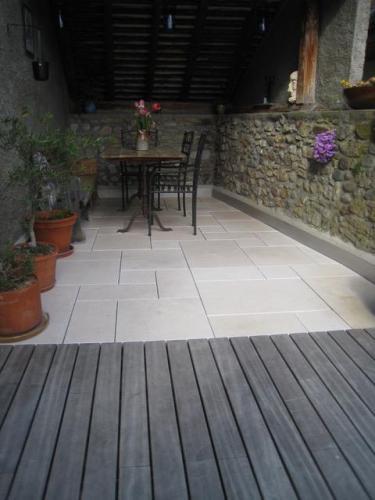 Dalles opus romain en calcaire pour terrasse