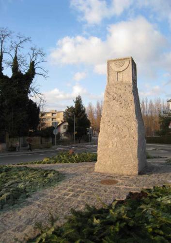 Giratoire d'Yverdon, taille en bas relief dans bloc en granit