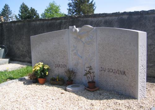 Jardin du Souvenir en calcaire français pour la Commune de Montagny
