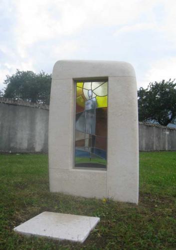 Jardin du Souvenir commune de Juriens. Avec intégration d'un vitrail