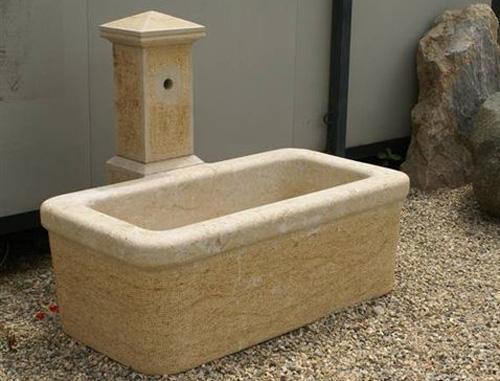 fontaine type vaudoise en calcaire jaune