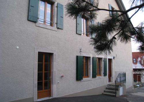 Travaux de restauration et fourniture d'encadrements en pierre naturelle sur bâtiment communale d'Essert