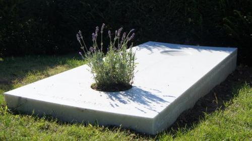 Dalle funéraire en marbre blanc