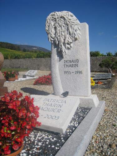 Saule pleureur - monument en calcaire gris