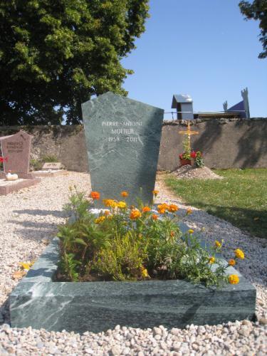 Monument en granit vert