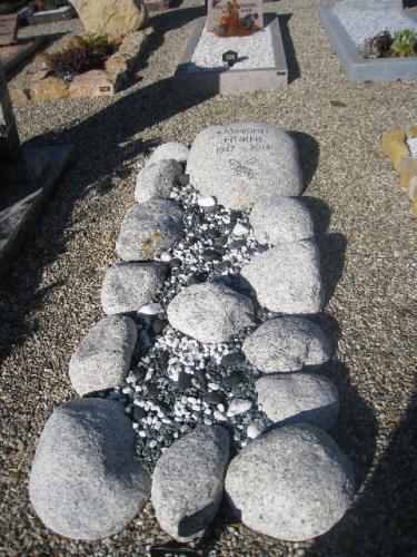 monument avec galets erratiques