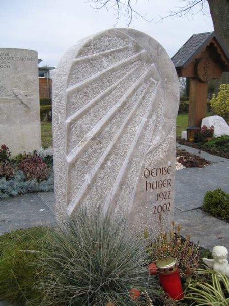 Monument en calcaire de Lunel, pierre française